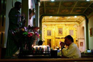 Para salir de una deuda personal, el mayordomo de la parroquia de Santa...