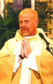 Padre Michael W. O'Connell regresa a su parroquia