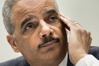 Eric H Holder, Fiscal General testifica frente al House Judiciary Commit...