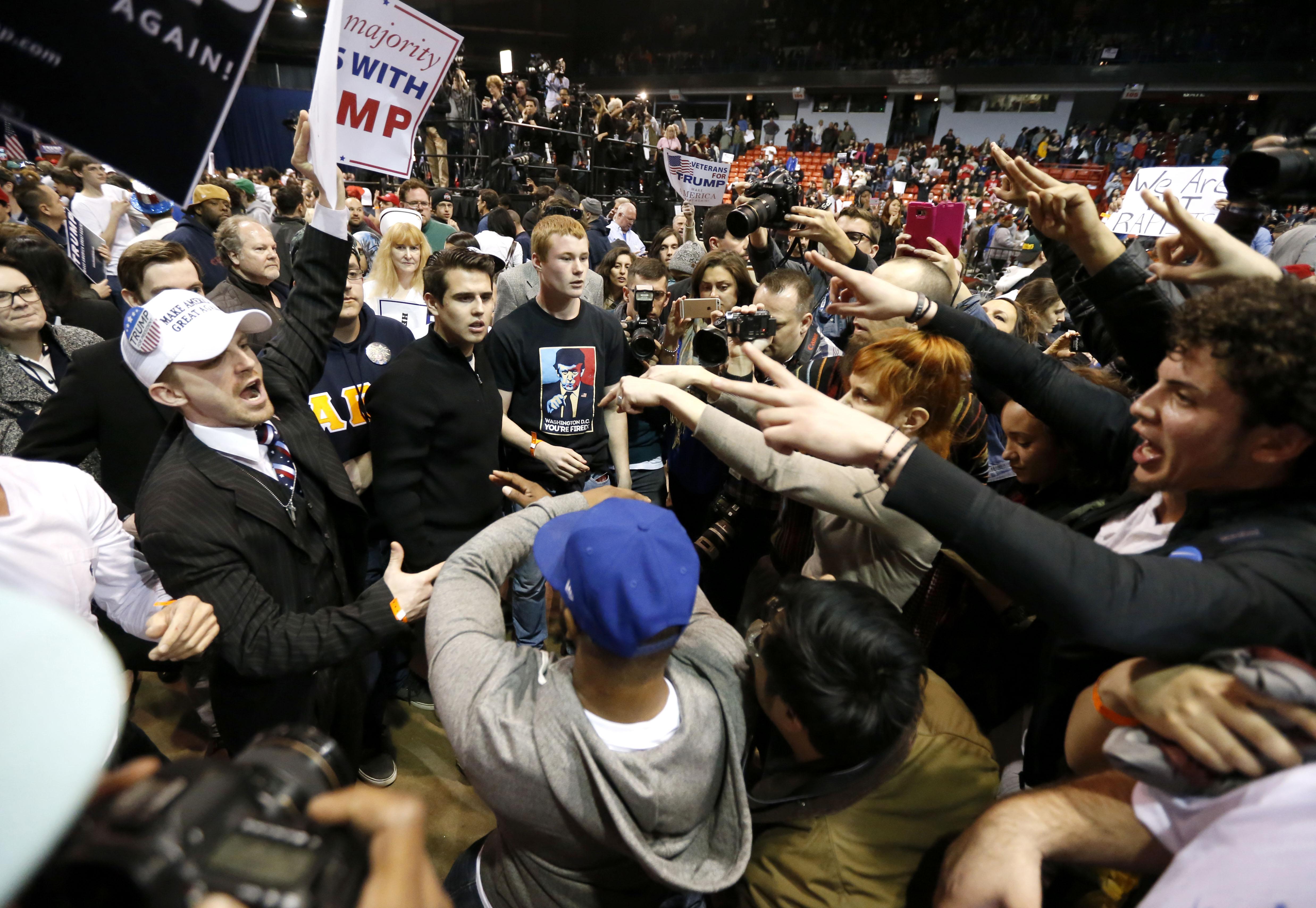 Choques durante evento de Trump en Chicago