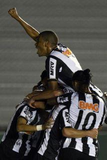Gran triunfo del Atlético Mineiro en la cancha de Arsenal por 5-2 y con...