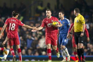 Ricky Lambert antó para Southampton en el empate ante Chelsea.