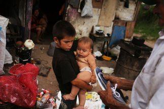 Niños hondureños festejaron su día ente la pobreza.