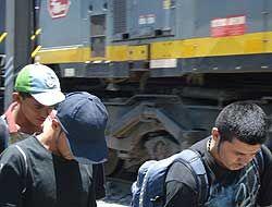 En su búsqueda del sueño americano, migrantes llevan a cuestas sacrifici...
