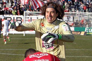 El arquero mexicano sigue dando grandes actuaciones con Ajaccio.