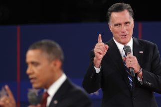 El candidato presidencial republicano Mitt Romney le sacó en cara al Pre...