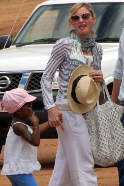 Madonna viajó a Malawi con los pequeños que adoptó: David Banda y Mercy...