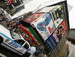 Más de 50 detenidos en Nueva York tras disturbios y tiroteos en pleno Ma...