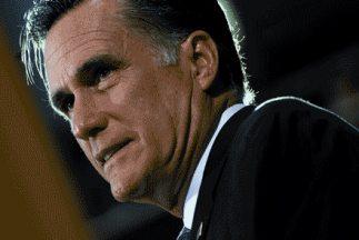 El camndidato preswidencial republicano, Mitt Romney, escala en las encu...