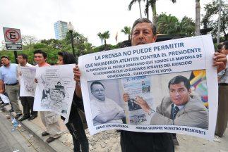 El presidente ecuatoriano Rafael Correa demandó a varios periodistas y e...