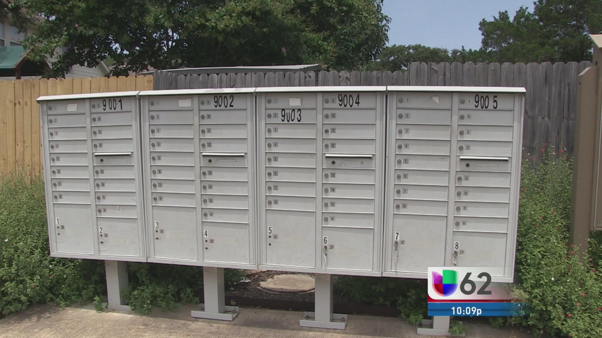 Atraco de buzones del correo postal en austin univision for Oficina de correo postal