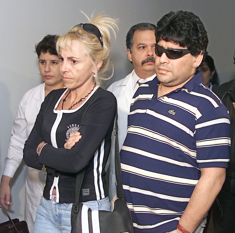 Maradona pone demanda contra su ex esposa Claudia ...