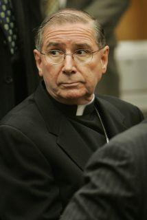 El cardenal de Los Angeles, California, Roger Mahony.