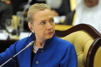 Hillary Clinton, la que fuera la dura rival de Barack Obama en las prima...