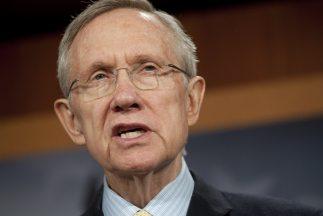 El líder de la mayoría del Senado, Harry Reid (Nevada), encabezó el grup...