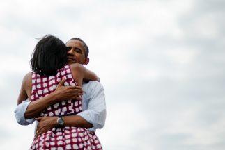 La otra foto muestra el rostro de Michelle, quien transmite el mismo sen...
