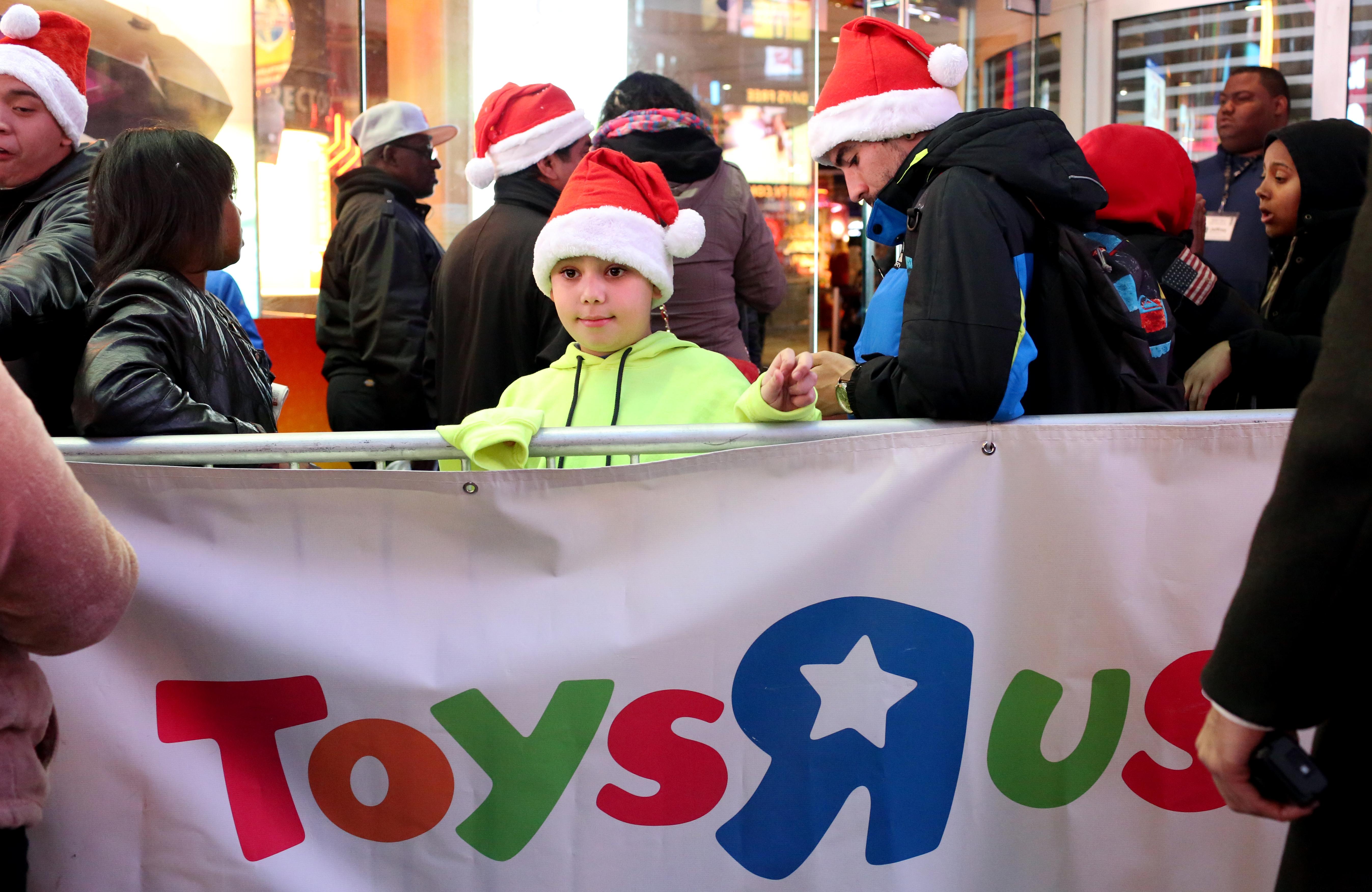 Miles de personas aprovechan los descuentos de la famosa tienda de jugue...