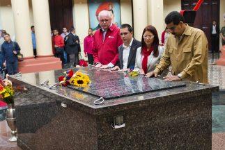 Nicolás Maduro en el Cuartel de la Montaña, donde descansan los restos d...