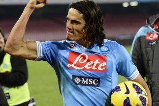 El uruguayo Edinson Roberto Cavani anotó tres de los cuatro tantos con e...