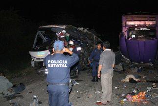 La caja de carga del camión conducido por Amador Velascose impactó cont...