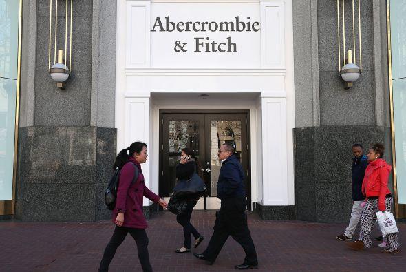 """La tienda de ropa está bajo investigación por sólo contratar a gente """"bi..."""