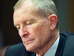 El jefe de inteligencia de Estados Unidos, Dennis Blair, renunció al car...