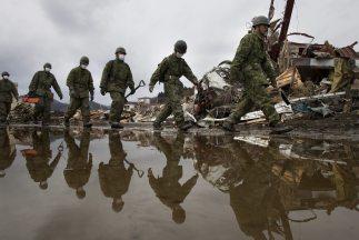 El Ejército japonés se limita a las tareas de rescate. No necesitan vigi...