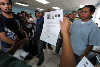 Los republicanos presionan para que el gobierno cumpla con la deportació...