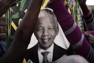 El expresidente sudafricano afronta su sexto día hospitalizado en estado...