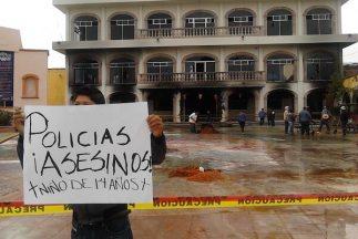 Pobladores enardecidos incendiaron la alcaldía de Huehuetoca, en el cént...