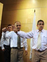 Dos ex reos cubanos más llegaron a España y los primeros aún tienen un f...