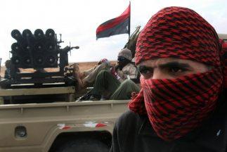 La OTAN investiga denuncias de los rebeldes libios de que uno de sus avi...