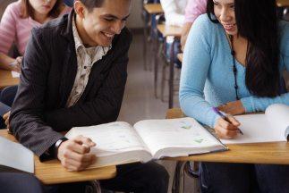 Empresas buscan atraer hispanos a carreras y empleos de ciencia y tecnol...