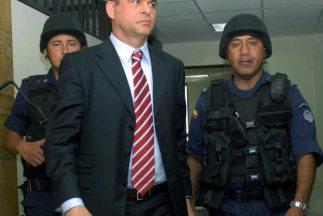 Salvatore Mancuso, ex jefe paramiitar de Colombia, reveló que un grupo v...
