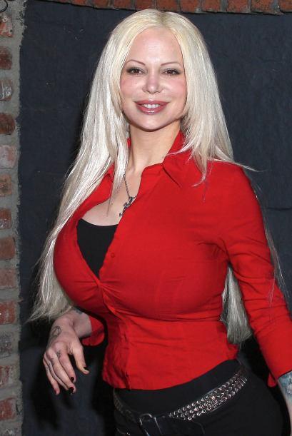 Sabrina Sabrok se desnuda... ¡y se tropieza! - Univision