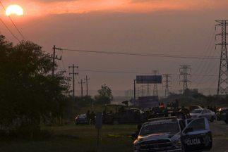 Hombres armados atacaron a tiros al vehículo donde viajaba el candidato...