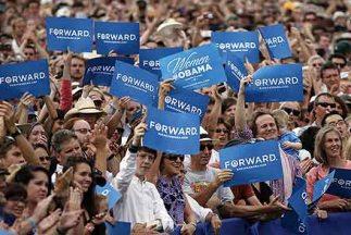 Los hispanos siguen apoyando al presidente Barack Obama a pesar que no c...