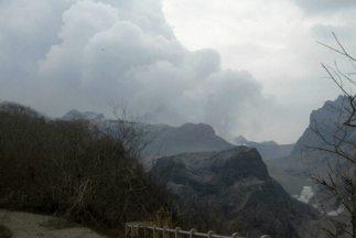 Las autoridades de Indonesia mantienen la alerta máxima en la región de...