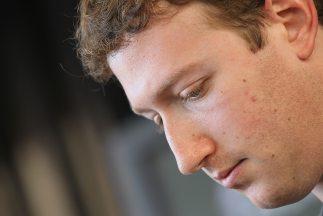 Mark Zuckerberg acaba de lanzar su empresa a la bolsa de valores de Wall...
