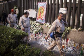 Trabajadores se reincorporan a sus labores en las oficinas de Pemex.