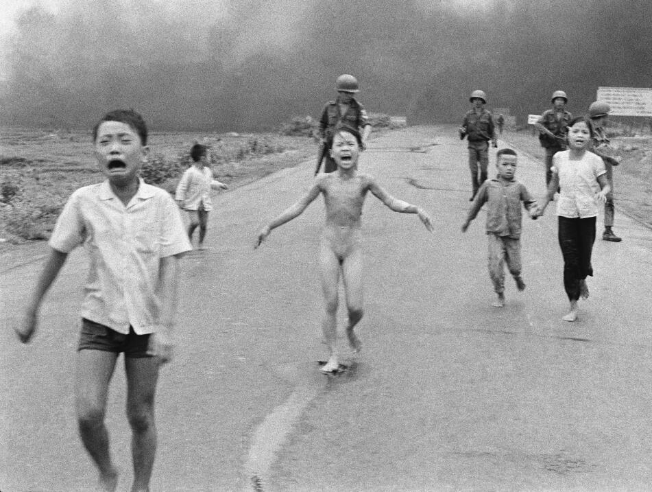 """En esta foto del 8 de junio de 1972 tomada por Huynh Cong """"Nick"""" Ut, fue..."""