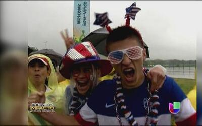 Ni la lluvia pudo apagar el ánimo de los fans del 'Team USA'