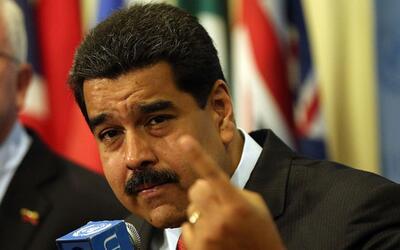 Maduro ordena despedir en 48 horas a funcionarios que firmaron a favor d...