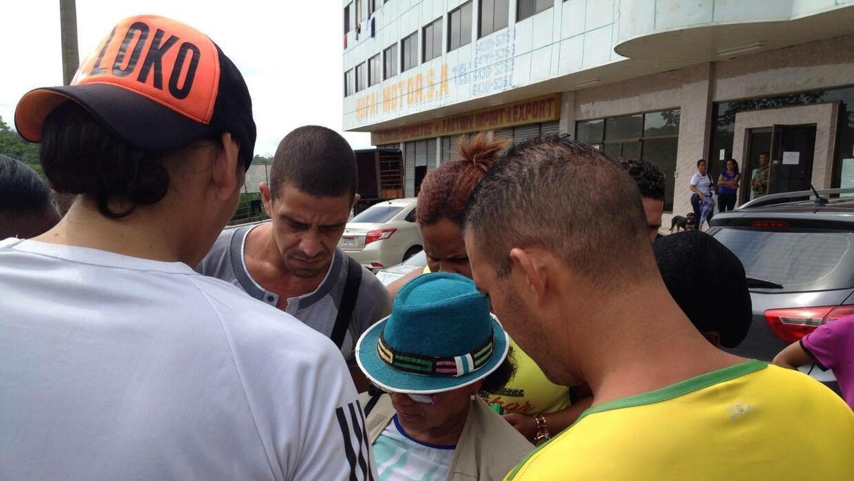 Los cubanos que no pueden pagarse el pasaje se anotan en listas de Cárit...