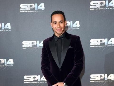 Lewis Hamilton llegó muy bien acompañado a la entrega de l...
