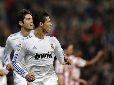Real Madrid salió del 'derby' madrileño con boleto y medio...