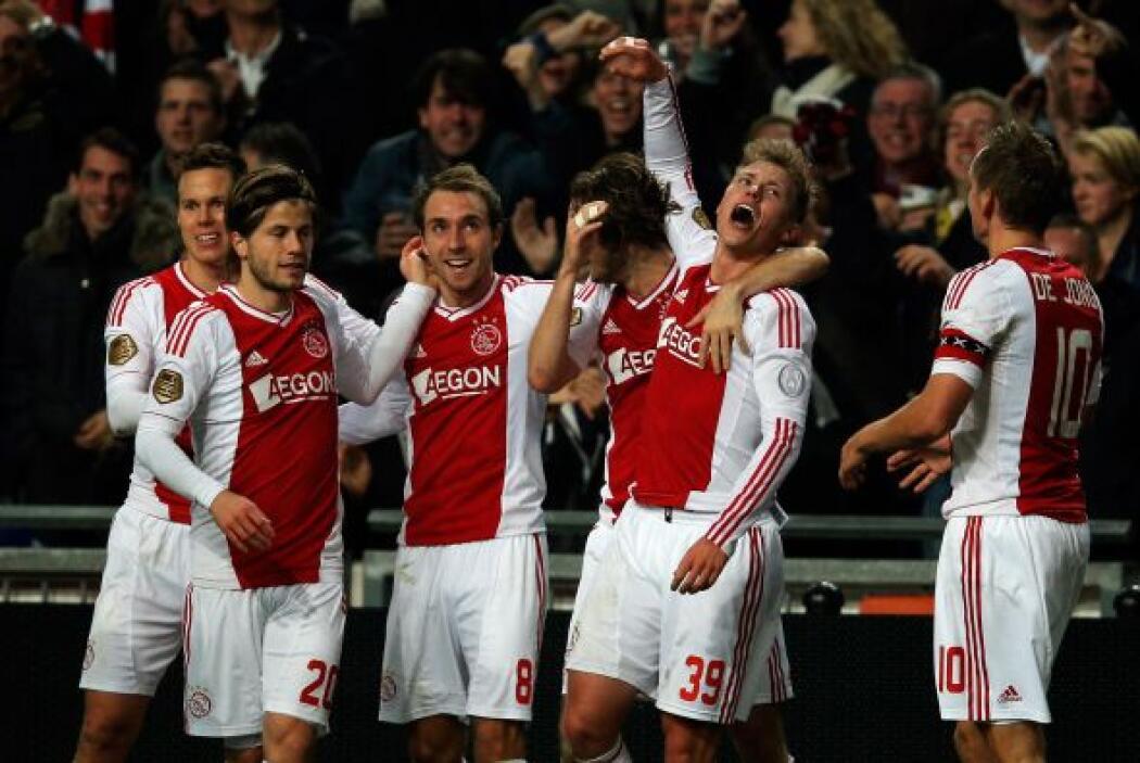 Fischer marcó un gol y dio una asistencia para que el Ajax ganara por 3-...