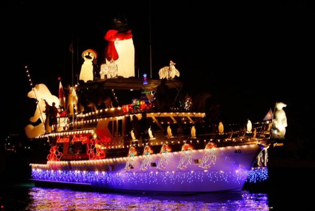¿Sabías que cada año hay un desfile navideño de botes? este espectáculo...