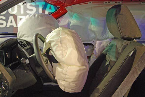 Cuenta con nuevos sistemas de bolsas de aire y los primeros cinturones d...