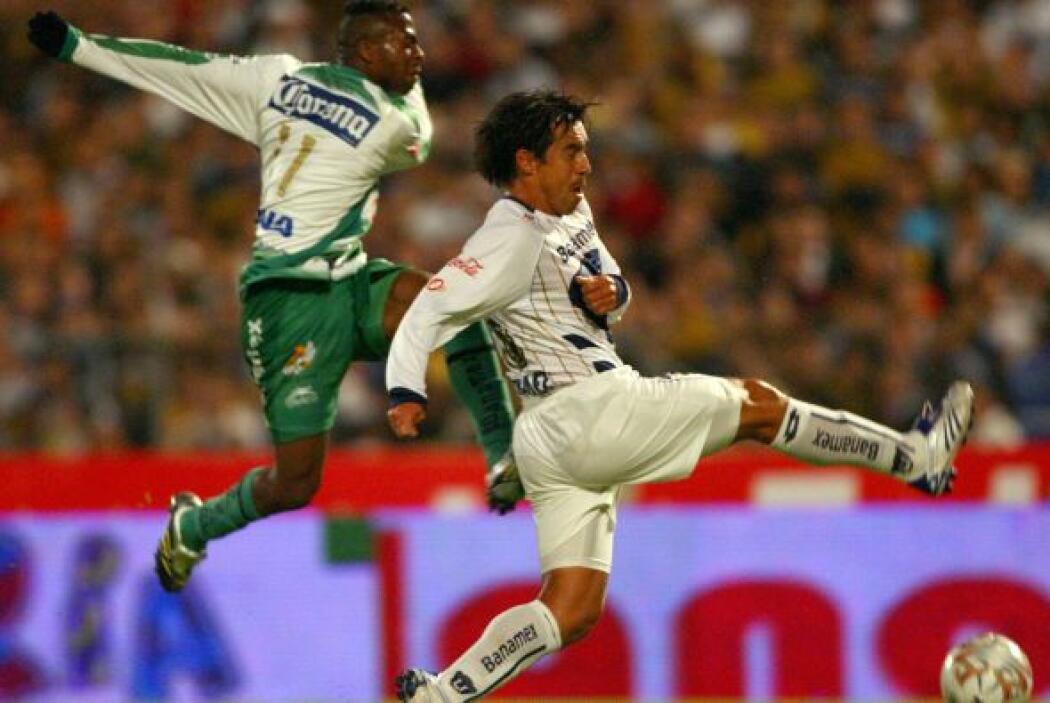 """""""Chucho"""" llegó a México para el Apertura 2007 y enfundarse en la playera..."""